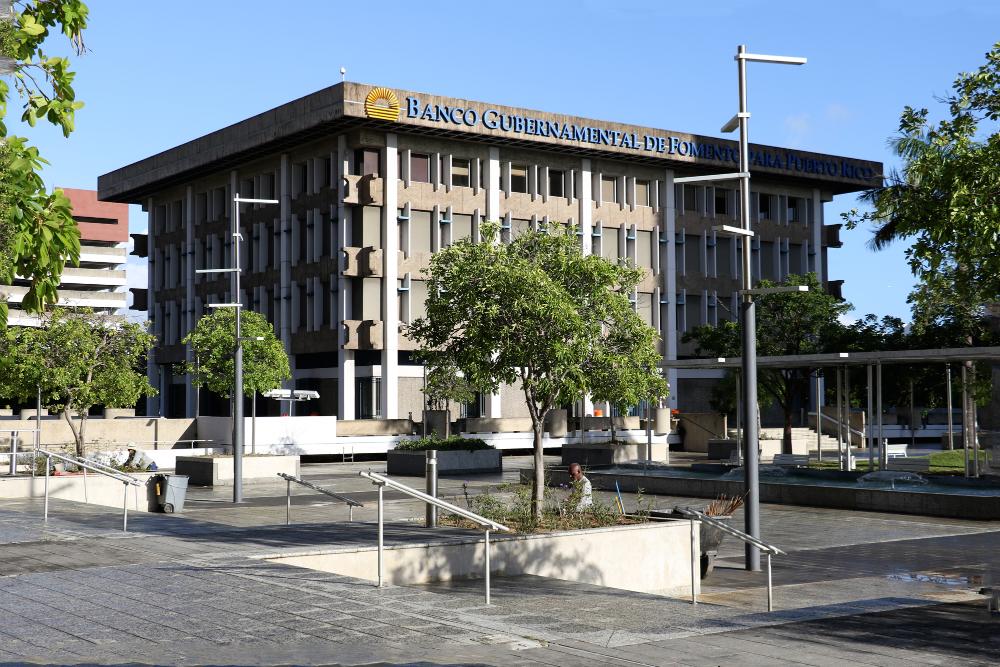 Gobernador firma ley para la reestructuración del Banco Gubernamental de Fomento