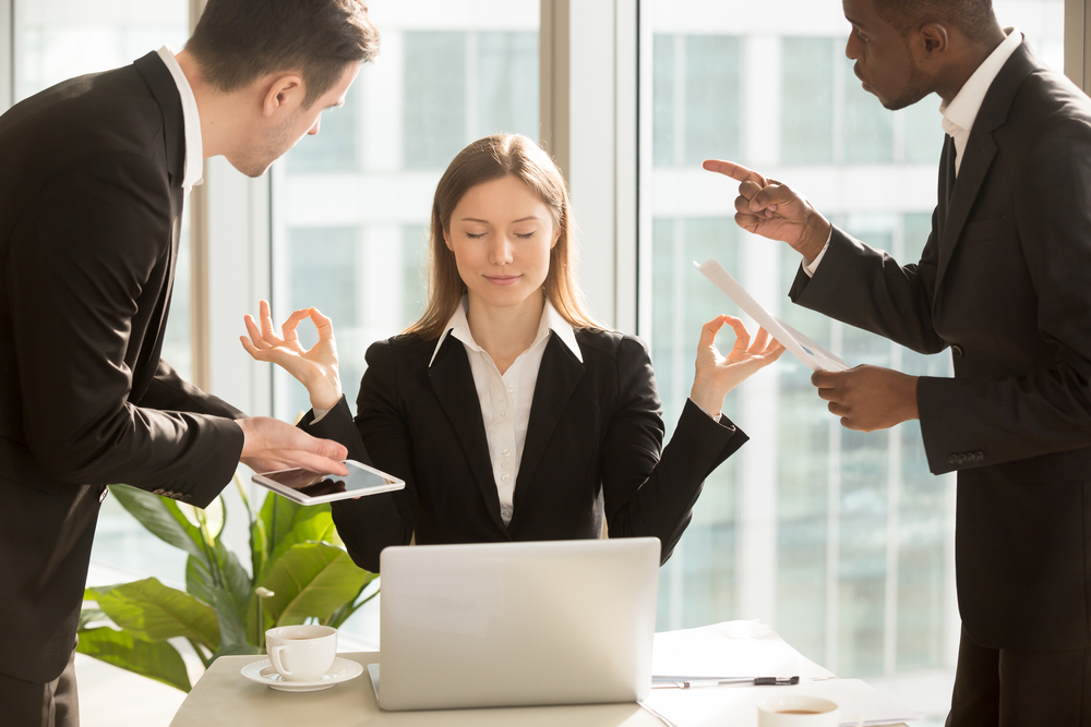 Consejos sobre cómo entrevistar eficazmente a un cliente emocional