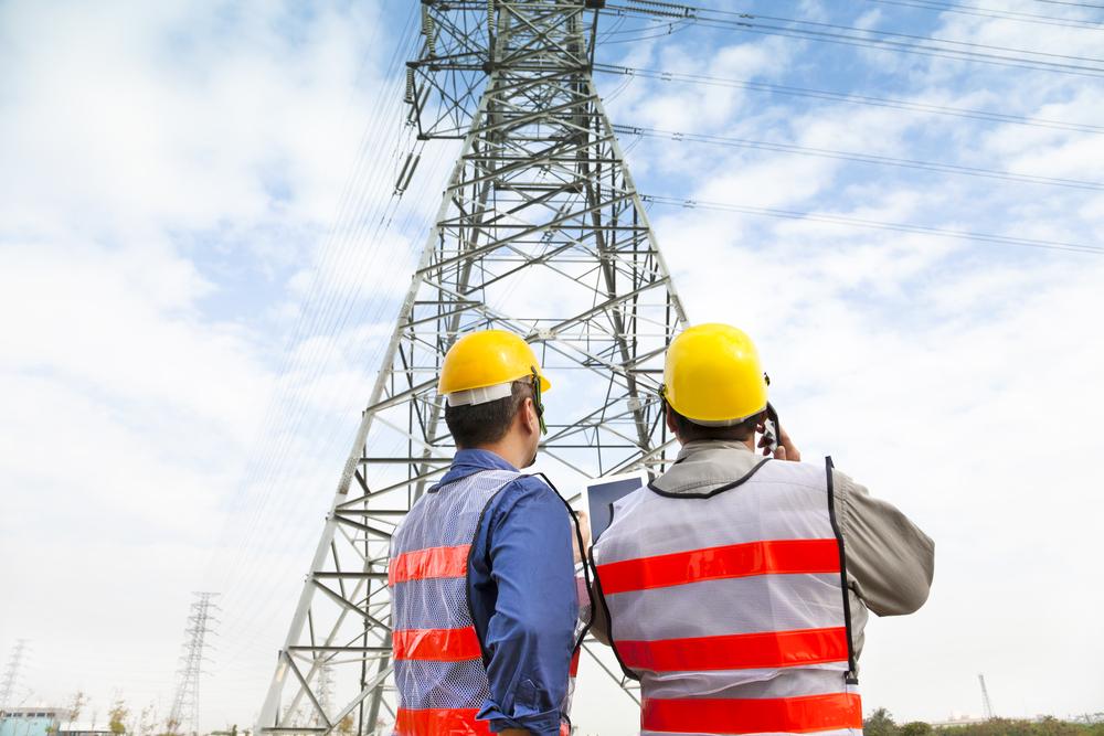 Gobernador firma Orden Ejecutiva para agilizar proceso de reparación del sistema eléctrico y telecomunicaciones