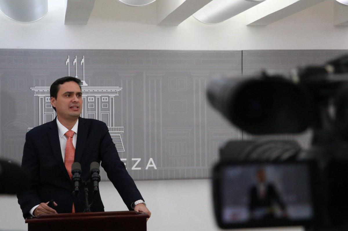 Gobernador presenta 5 planes de reorganización