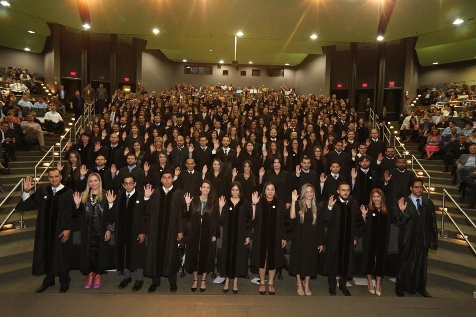 Jueza Presidenta juramenta a 76 abogados y 111 abogadas