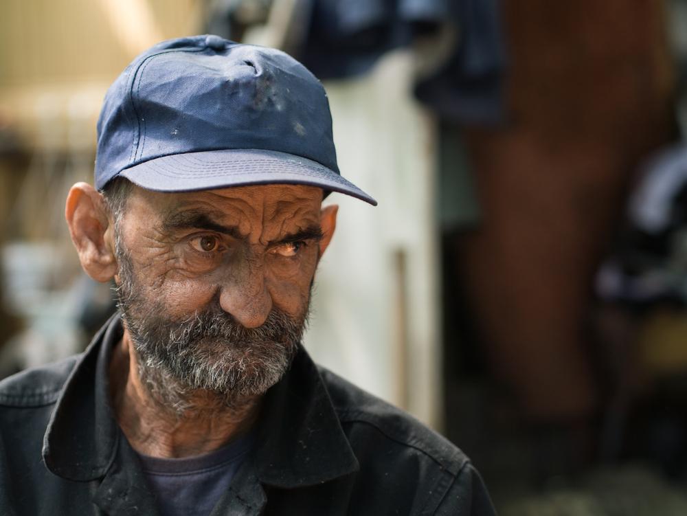 Aumentan las personas de edad avanzada sin hogar en las calles después del huracán María
