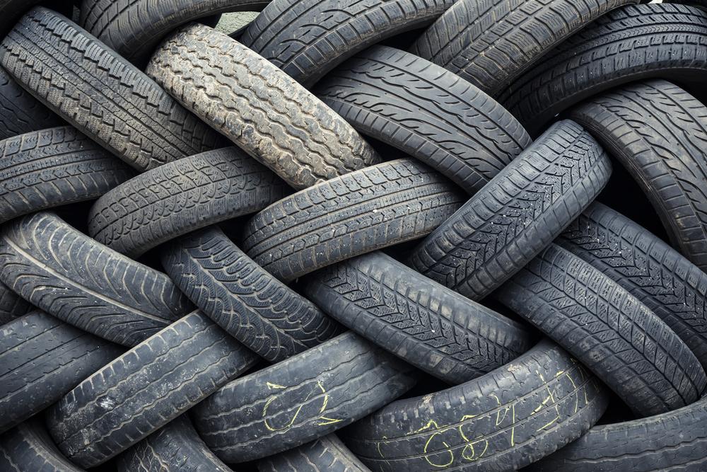 A reglamentar la venta de neumáticos usados
