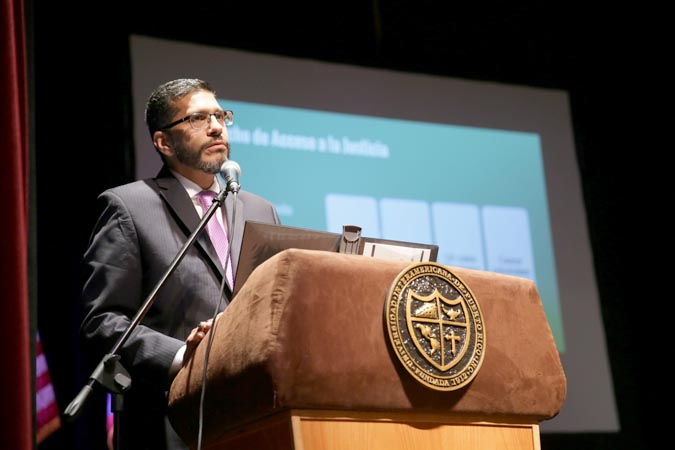 [RESEÑA] Hon. Luis Estrella Martínez ofrece ponencia durante simposio Invisibles ante la justicia: Derecho y desigualdad en Puerto Rico