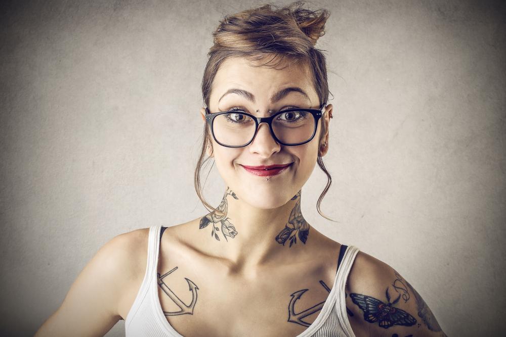 """Legislan para establecer política pública del Gobierno en contra del discrimen a personas con tatuajes o """"piercings"""""""