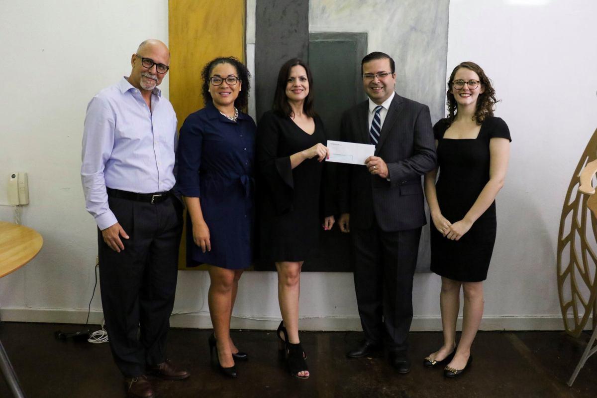 Microjuris entrega auspicio para visibilizar labores de la Fundación Fondo de Acceso a la Justicia