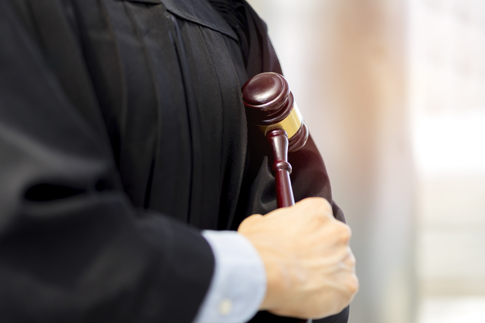 Jueces Superiores pueden revisar determinaciones de otros Jueces Superiores en Regla 6 en alzada