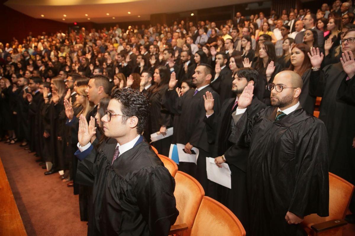 Juramentan 115 nuevos abogados y abogadas