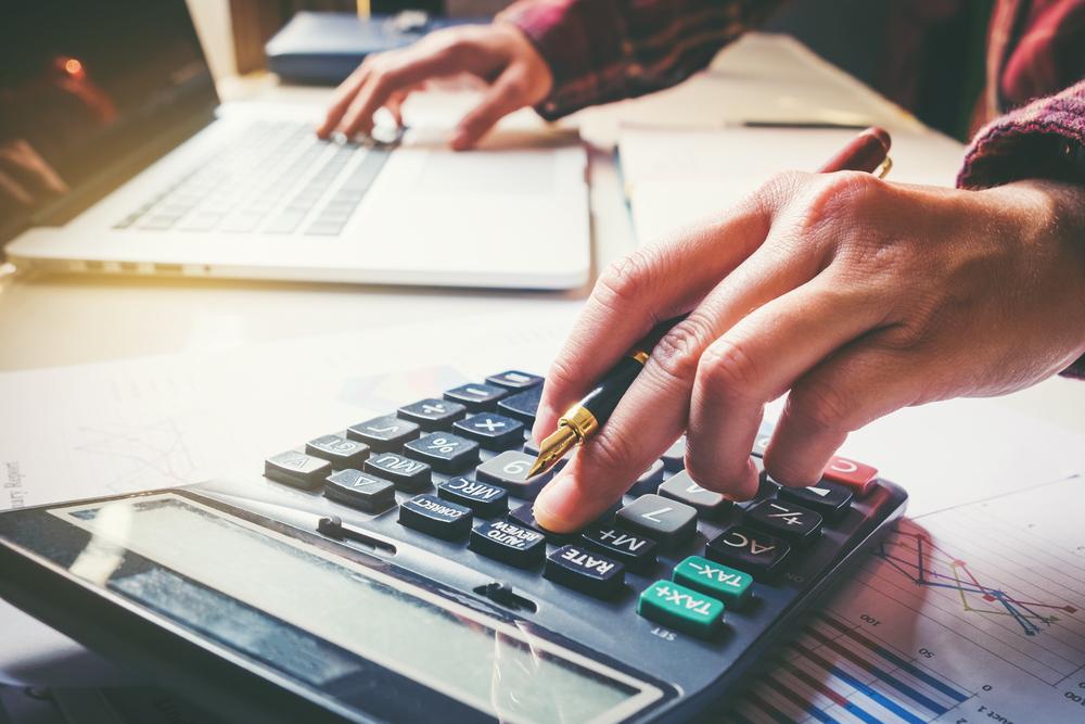 Tasaciones en peligro por Hacienda interrumpen término prescriptivo, aunque notificación al contribuyente exceda dicho término