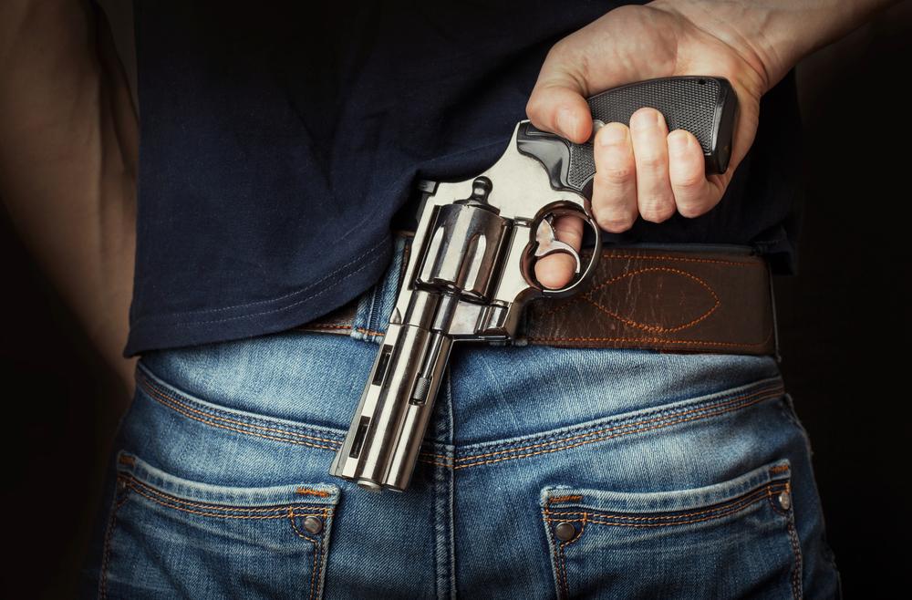 Tribunal Supremo: Procede revocación de licencia de portación de armas por historial violento, aunque no conlleve convicción penal