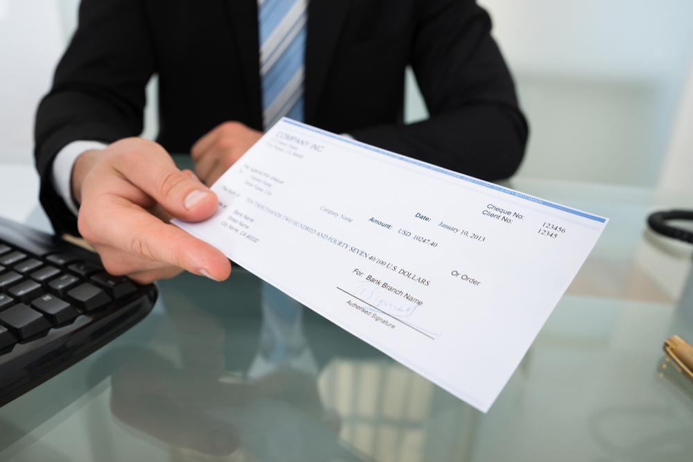 Tribunal ordena reembolso de $901.32 a demandante al determinar que no aplica la paralización de la quiebra a devolución de propiedad del reclamante