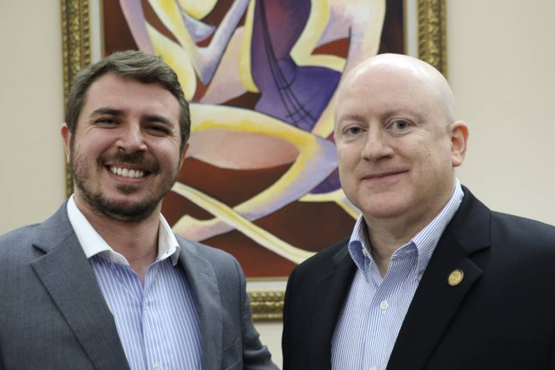 Detrás de la toga: Entrevista al Hon. Roberto Feliberti Cintrón