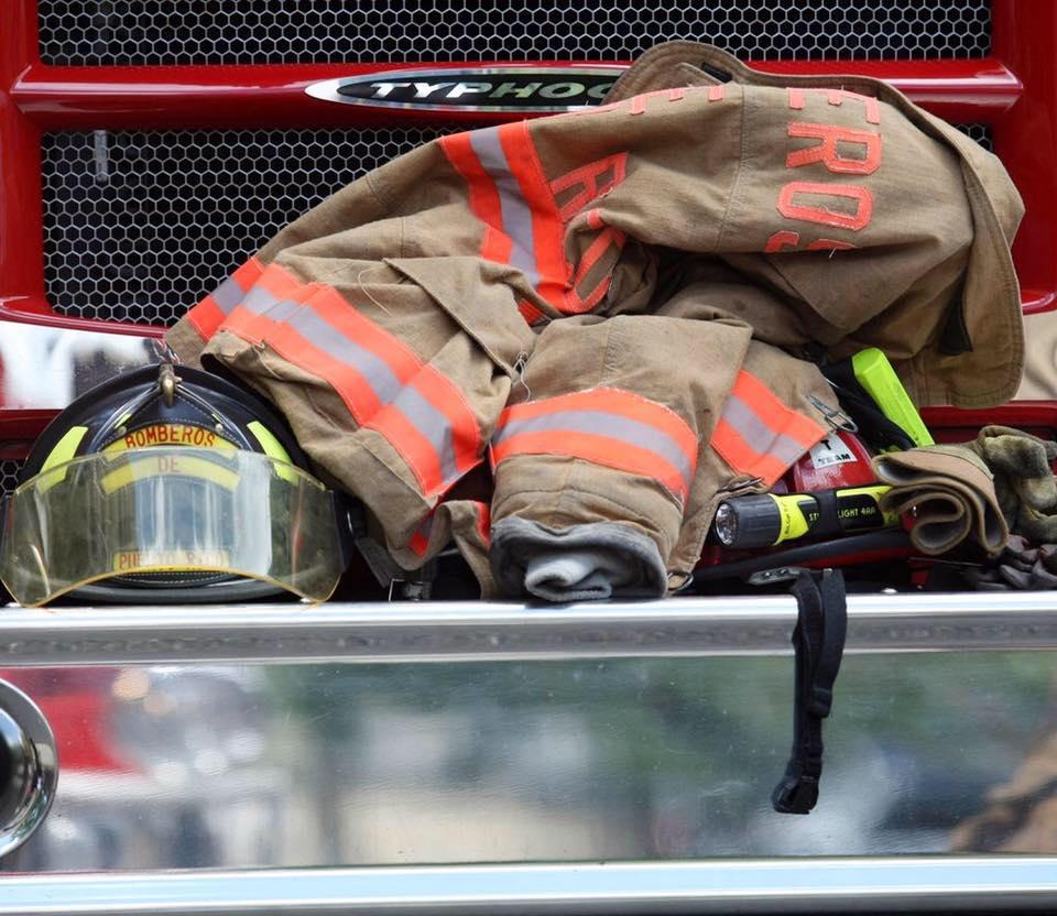 [DOCUMENTO] Gobernador firma orden ejecutiva que establece banco de licencia por enfermedad catastrófica para bomberos y policías