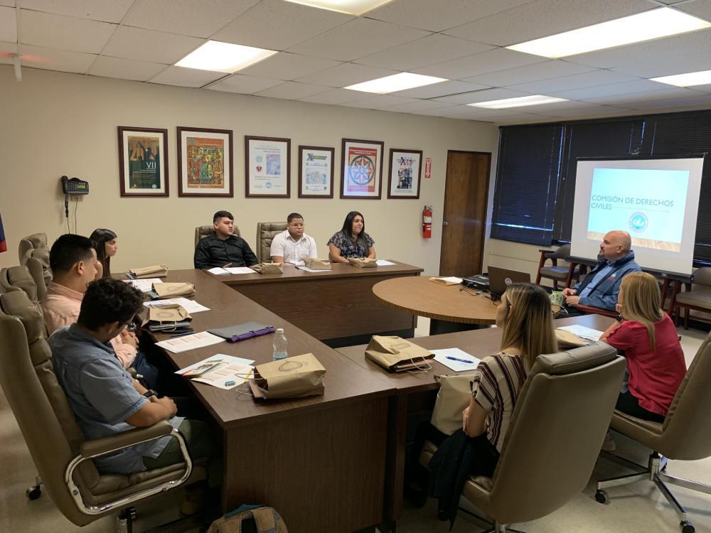 Estudiantes de la UPR Carolina comienzan pasantía en la Comisión de Derechos Civiles
