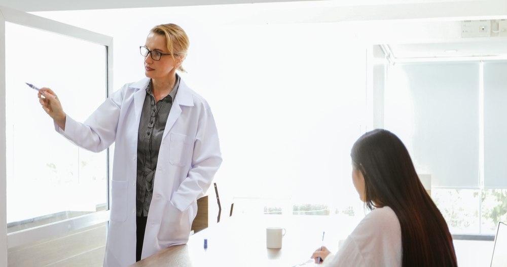 Aprueban medida para incluir a profesores de medicina en Ley de Incentivos para la Retención y Retorno de Profesionales Médicos