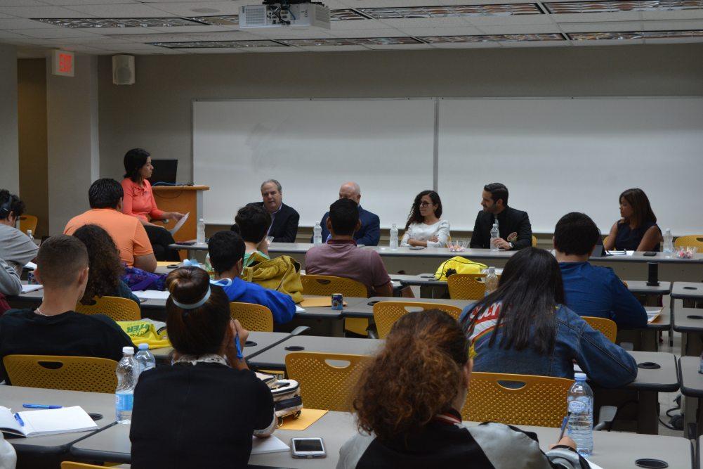 Abogados hablan con jóvenes sobre diversidad de roles que han asumido desde su preparación en Derecho
