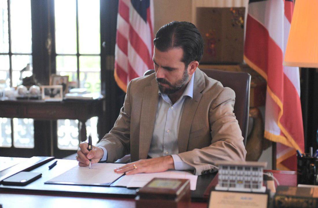gobernador rosselló firma