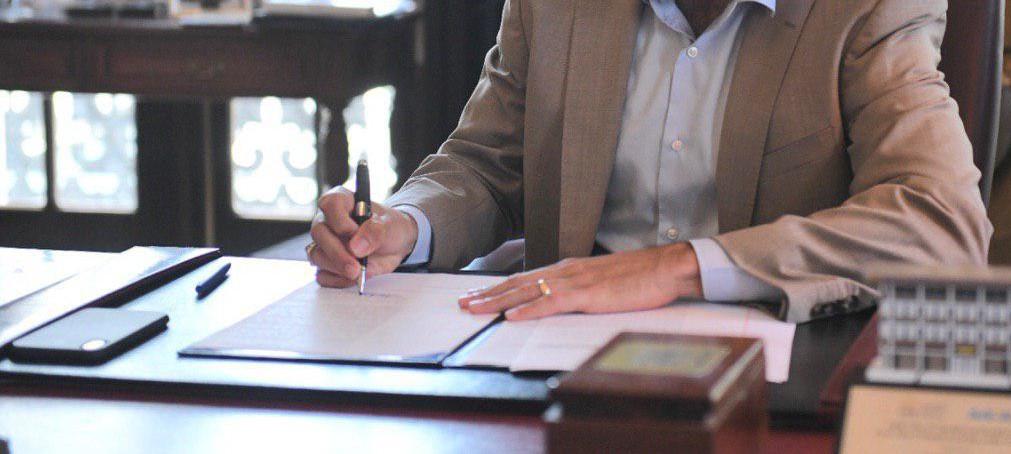 Firman ley que concede licencia sin sueldo de 15 días al año a empleados con situaciones de violencia doméstica o género, maltrato de menores, u hostigamiento sexual en el empleo