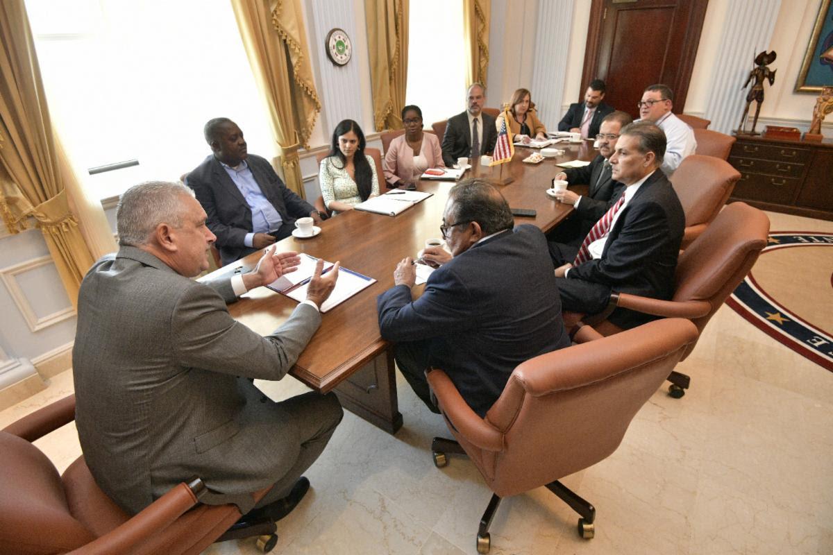 Presidente del Senado solicita a congresista Raul Grijalva la derogación de la Ley PROMESA