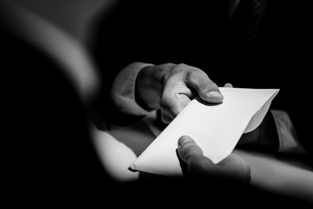 Tribunal no permite a acusado presentar certificación para hacer inferencias de soborno relacionadas a otro abogado