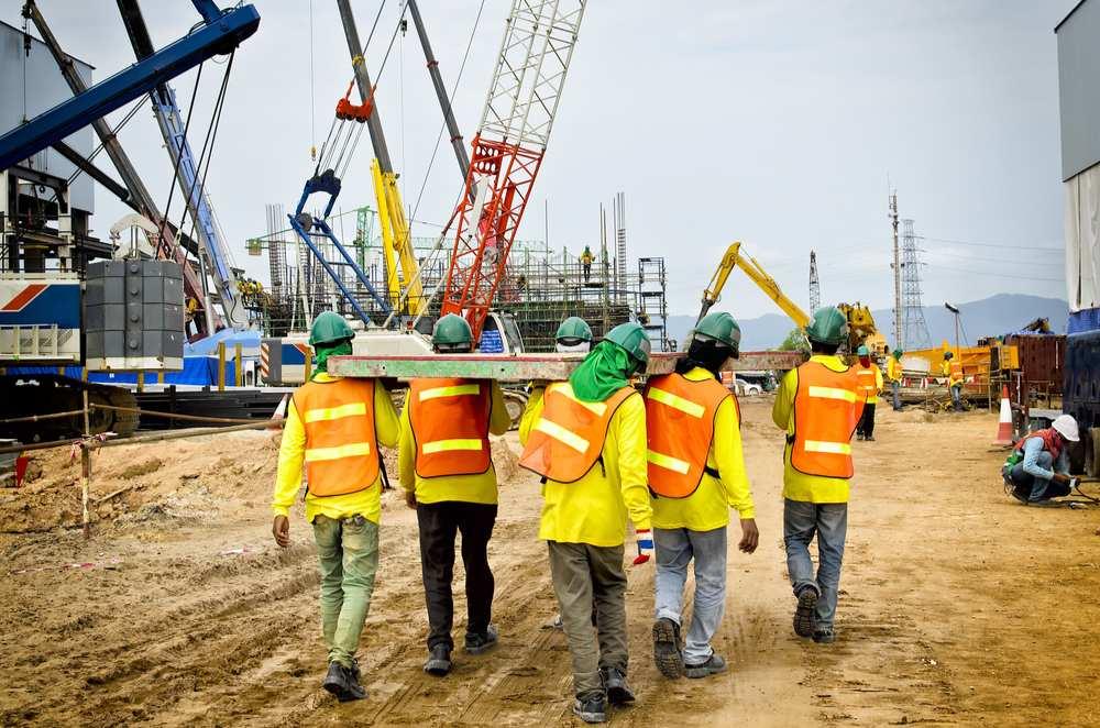 Gobernadora suspende Orden Ejecutiva que aumentaba salario mínimo de personal de construcción a $15